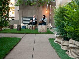 Rooftop Shared Garden : Terrazza in stile  di Lascia la Scia S.a.s.