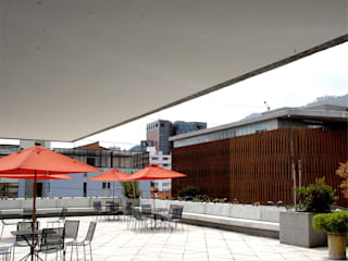 Balcon, Veranda & Terrasse modernes par MRV ARQUITECTOS Moderne