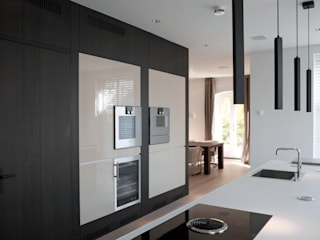 Modern kitchen by Vonder Modern