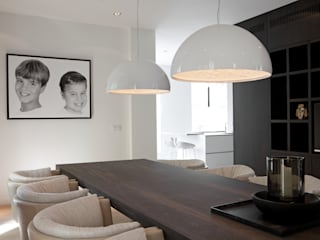Modern dining room by Vonder Modern