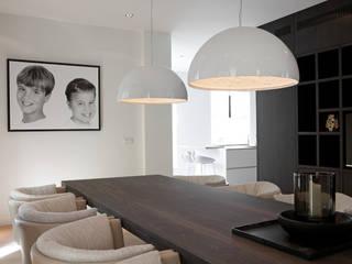 Phòng ăn phong cách hiện đại bởi Vonder Hiện đại