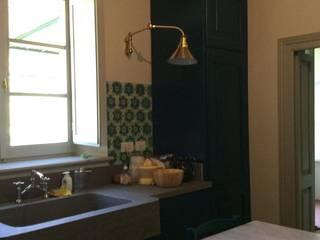 Rustico con Stile Cucina in stile rustico di Il Laboratorio Snc - Restauro e realizzazione di Idee in legno Rustico