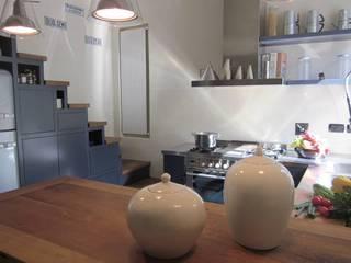 """Cucina """"a misura"""" di gusto Cucina moderna di Il Laboratorio Snc - Restauro e realizzazione di Idee in legno Moderno"""