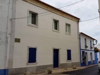 Edifício de Habitação - Melides: Casas  por Vitor Gil, Unip, Lda,Rústico