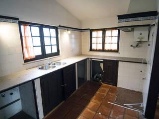 Cozinha antes:   por Origam