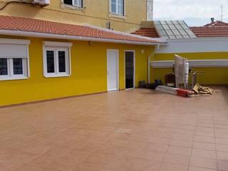 Reabilitação de Fachadas e Terraço - PSP Lisboa: Terraços  por Vitor Gil, Unip, Lda,Rústico