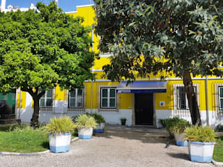 Fachada Principal: Casas rústicas por Vitor Gil, Unip, Lda