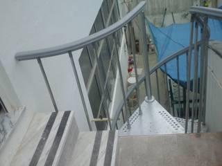 Remodelação de apartamento, Baixa da Banheira:   por LCMM 24 Horas e Remodelações