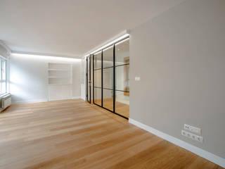 Reforma de vivienda La Coruña por Arquifactoría: Salones de estilo  de Irrazábal  studio 