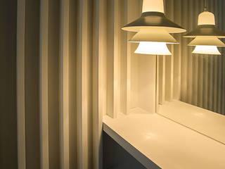 Reforma de apartamento El Retiro, Madrid por Arquifactoría Pasillos, vestíbulos y escaleras de estilo moderno de Irrazábal |studio| Moderno