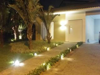 Acesso a residencia: Casas  por MONICA SPADA DURANTE ARQUITETURA