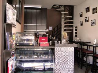 Projeto Café e Livraria – Reforma e Arquitetura de Interiores - 2015 Espaços comerciais modernos por FMV Arquitetura Moderno