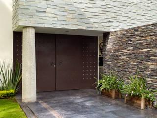 Casas estilo moderno: ideas, arquitectura e imágenes de GHT EcoArquitectos Moderno
