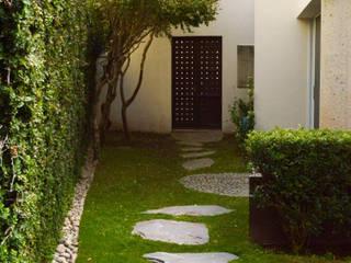 GHT EcoArquitectos Modern style gardens