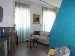 现代客厅設計點子、靈感 & 圖片 根據 Arch. Rosalba Di Maio 現代風