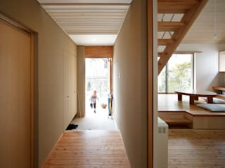 Corridor & hallway by 樋口章建築アトリエ, Asian