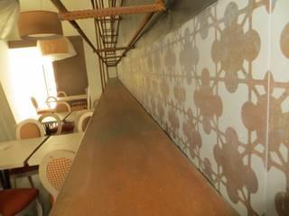 espositori creati a parete: Bar & Club in stile  di Impresa Panizzolo srl