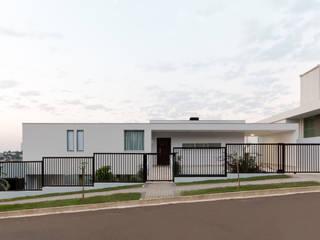 Casa da vista: Casas  por Barbara Becker Atelier Arquitetura,Moderno