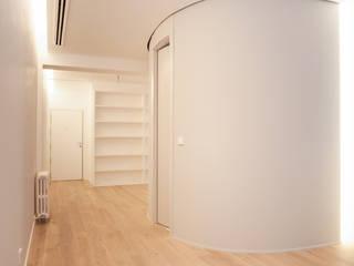 Entrada a Baño: Estudios y despachos de estilo  de Maroto e Ibañez Arquitectos