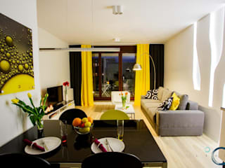 LEMUR Architekci Modern living room Yellow