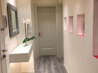 Ristrutturazione appartamento a Venezia Rialto: Ingresso & Corridoio in stile  di Archinterni