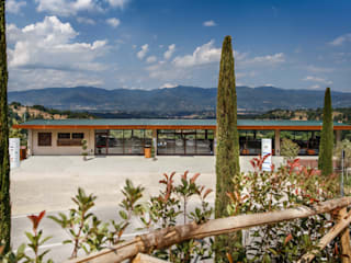 Campeggio Girasole - Villa Norcenni Hotel moderni di Studio Associato TOP (Tecnici Operatori Progettisti) - Bruschetini Architetti & Partners Moderno