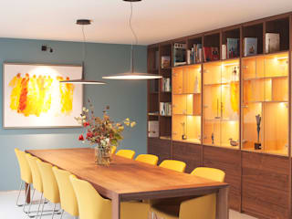 Restyling complete woning Moderne eetkamers van VAN SCHIE ARCHITECTEN Modern