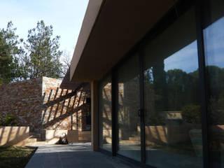 Casas modernas por Jean-Marc Achy Architecte DPLG Moderno