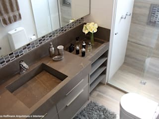 Quartier Perdizes: Banheiros  por Angelica Hoffmann Arquitetura e Interiores,Moderno