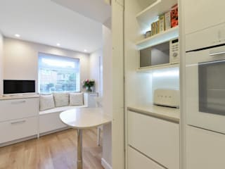 Lucy Millers Kitchen:  Kitchen by Diane Berry Kitchens
