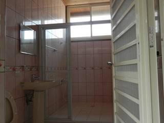 木屋衛浴:  浴室 by 山田小草木作場