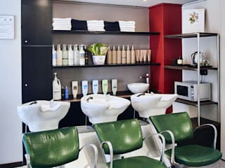 Progettazione negozio Hairstyling a Milano Spazi commerciali moderni di A&ZETA STUDIO ARCHITETTURA E DESIGN Moderno
