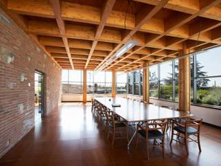 Sala riunioni: Pareti in stile  di A&ZETA STUDIO ARCHITETTURA E DESIGN