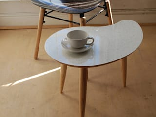 Comma table, colour SPARKLED WHITE:   by Curvalinea