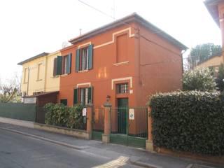 Recupero di edificio residenziale degli anni '30 nella periferia di Bologna: Case in stile in stile Moderno di Architetto Andrea Scimè