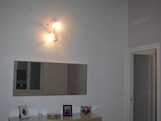 Recupero di edificio residenziale degli anni '30 nella periferia di Bologna: Camera da letto in stile in stile Moderno di Architetto Andrea Scimè