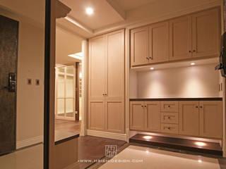 高雄左營 柯公館 經典風格的走廊,走廊和樓梯 根據 協億室內設計有限公司 古典風