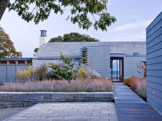 Ein Juwel in Herbstfärbung Moderner Balkon, Veranda & Terrasse von Ecologic City Garden - Paul Marie Creation Modern