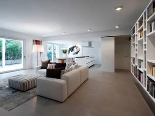 casa VR: Soggiorno in stile  di ARK'it studio