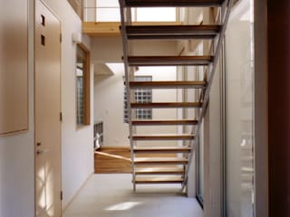 Коридор, прихожая и лестница в скандинавском стиле от 豊田空間デザイン室 一級建築士事務所 Скандинавский