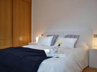 dormitorio ppal:  de estilo  de HOME STAGING CORUÑA