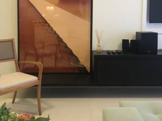 Salones de estilo  de TRES MAIS arquitetura, Moderno