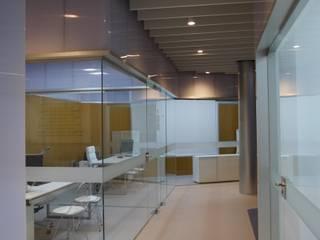 Reforma de Oficina en Cáceres: Pasillos y vestíbulos de estilo  de BA estudio
