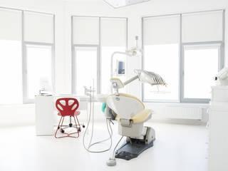 Clínicas y consultorios médicos de estilo  por STUDIO 180°