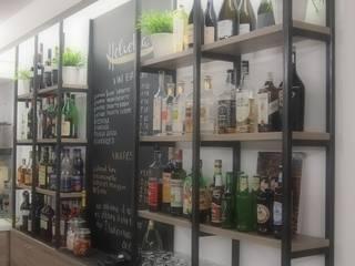 Bar Helvetia - via Mezzaterra Belluno: Bar & Club in stile  di Studio di Architettura Fabiola De Battista Nicola Collazuol - Atelier 2IN1