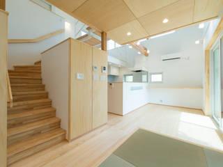 居場所の家: 建築設計事務所RENGEが手掛けたリビングです。