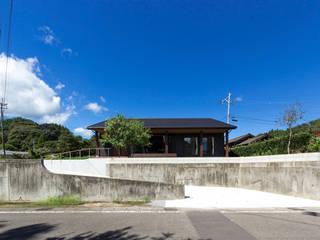 綾の住宅: 姫松親一郎建築設計事務所が手掛けた家です。
