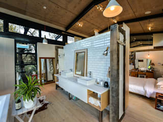 Bathroom by Studious Architects, Industrial
