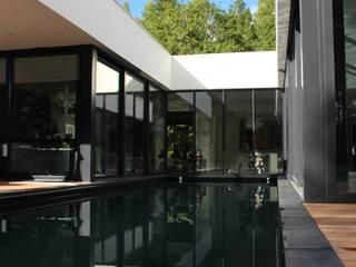 Piscine: Piscines  de style  par AM architecture