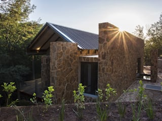 Houses by Studious Architects, Country